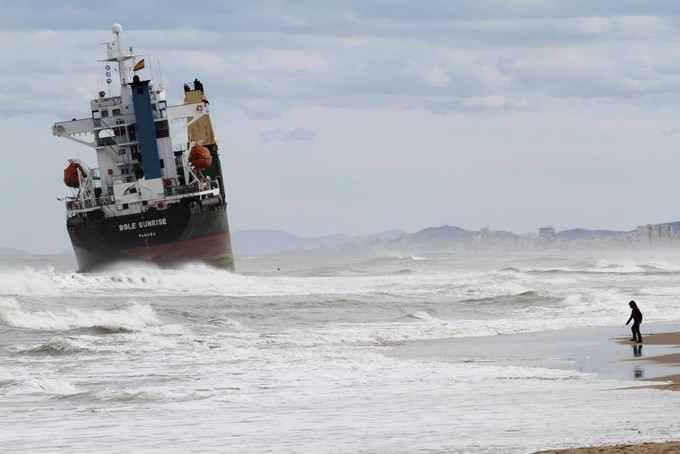 Cargo BSLE Sunrise échoué en Espagne photo Heino Kalis Reuters