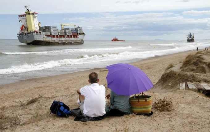 Cargo échoué à Valence en Espagne, photo Heino Kalis Reuters