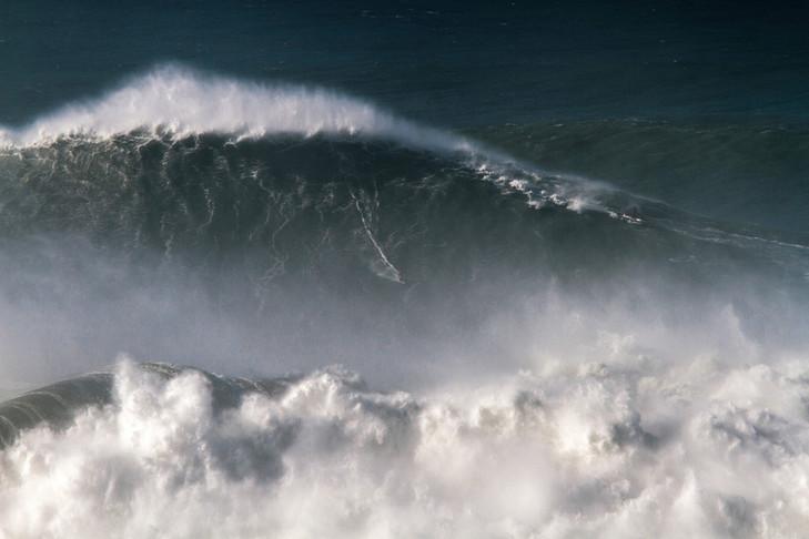 Rodrigo-Koxa-surfe-8-novembre-2017-Praia-Norte-Portugal-lahaute-vague-homologuee_0_729_486