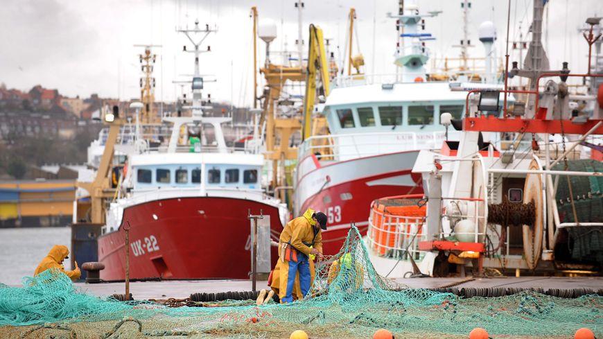 Pêcheurs à quai à Boulogne sur mer @MAXPPP
