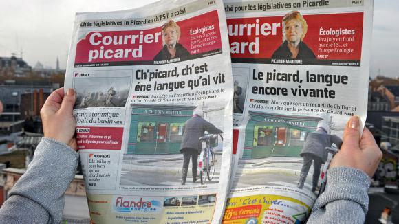 Langues régionales - Unes en picard et en français du quotidien régional Le Courrier Picard